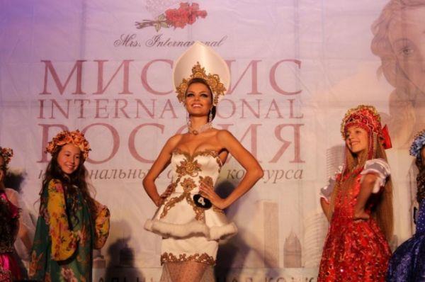 Нонэ Кобяцкая стала одной из победительниц конкурса элегантности, красоты и успеха «Миссис Россия International 2016».