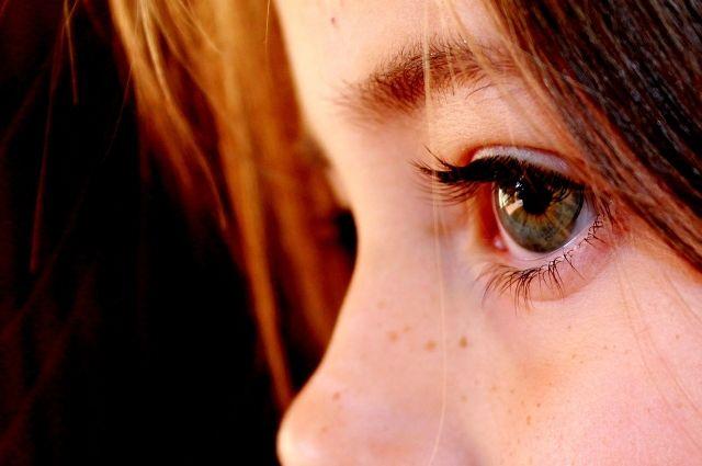 Потеряв близких людей, не надо сочинять небылиц для ребёнка. Лучше деликатно обсудить с ним правду.