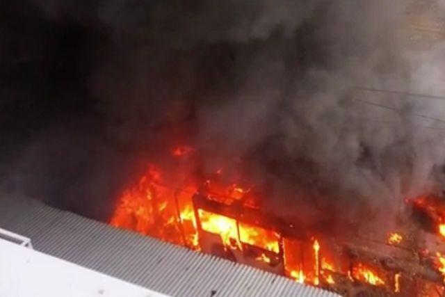 2 сочлененных троллейбуса сгорели вВологде