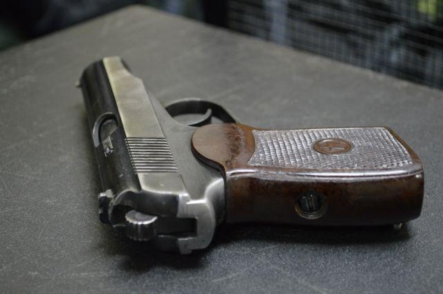 Стражи порядка изъяли травматический пистолет.