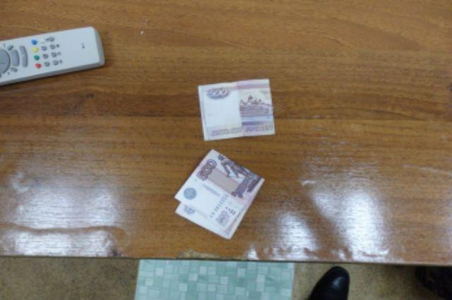 Брянский таможенник попался навзятке в500 руб. отмолдаванина