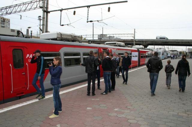 Пассажир пытался сесть в вагон в нетрезвом виде.