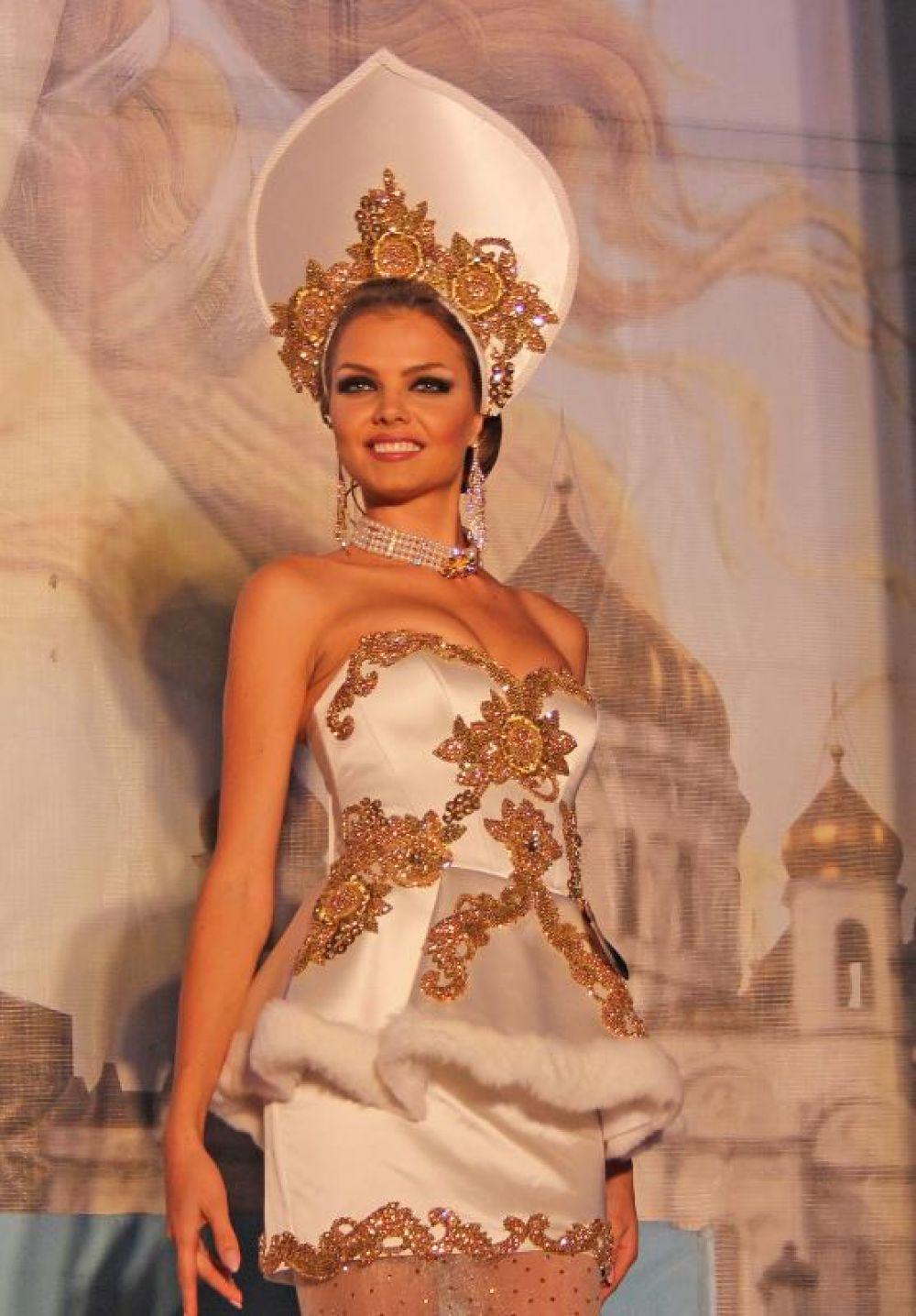 В дни своего пребывания в Ростове-на-Дону замужние красавицы приняли участие в различных мероприятиях. В первый день состоялась презентация национальных костюмов и блюд.