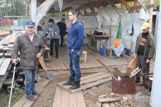 Сроки сдачи домов в жилом комплексе «Родниковый край» в селе Хохряки с октября 2015 года на март 2016 года, а потом и на август.