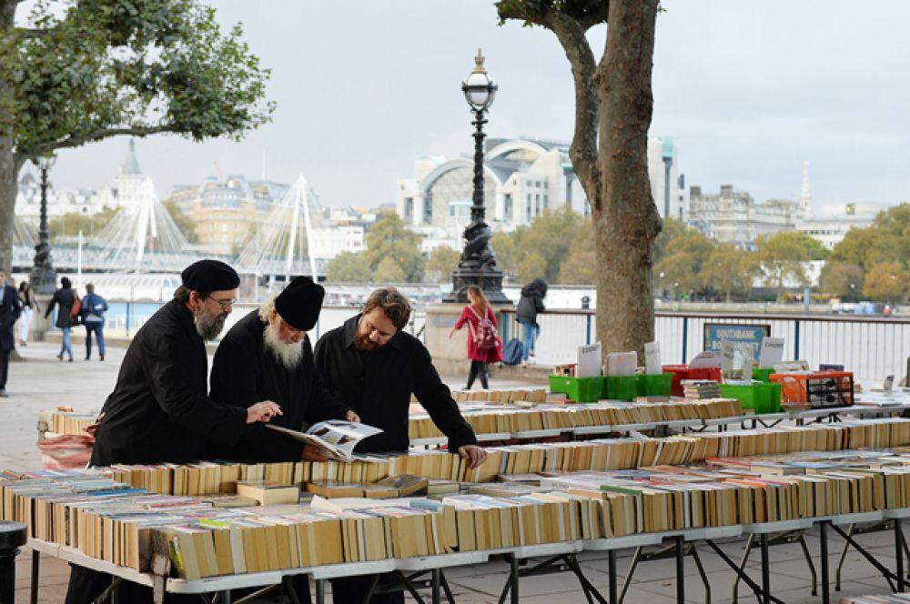 Патриарх Кирилл во время прогулки по Лондону.