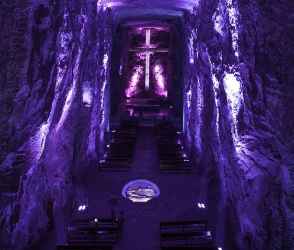 Под землей могут располагаться даже соборы такие, как соляной собор Сипакира в Колумбии. Как много людей обычно приходит на служение под землю?