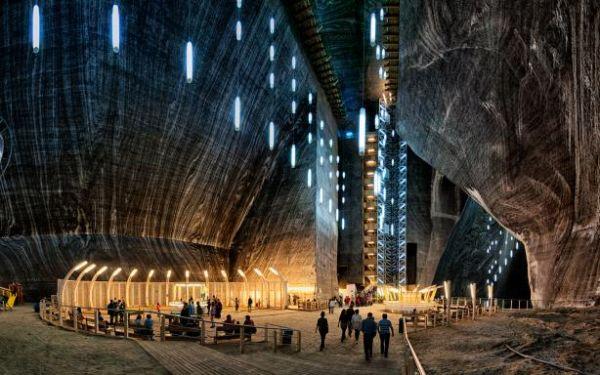 Не верится, что такое существует под землей. Это пещера Салина Турда в Румынии