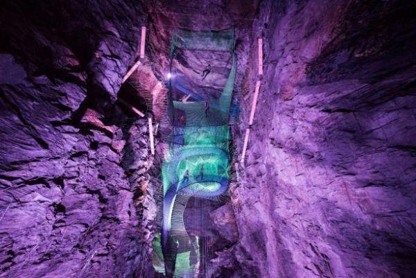 Только самые продвинутые туристы знают об этом экстрим-парке под названием Zip World, который находится в Уэльсе, в сланцевых пещерах
