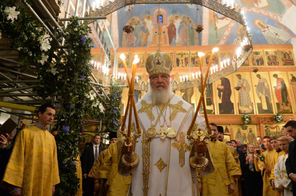 В день приезда патриарх совершил молебен в храме Русской православной церкви на Уэльбек-стрит, а затем возглавил богослужение в Успенском храме Русской православной церкви.