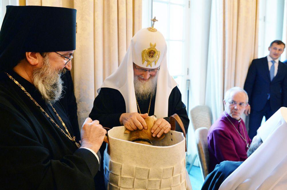 Затем патриарх посетил Королевское географическое общество, где состоялся торжественный прием в честь 300-летнего юбилея.