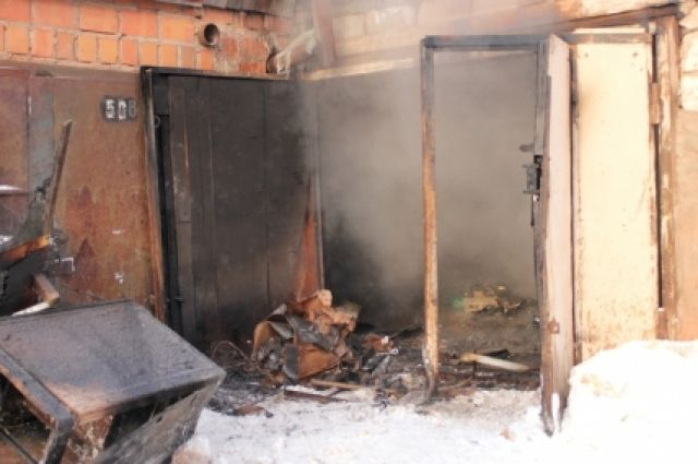 Сторож спас напожаре мужчину, который живет вгараже, вШелехове