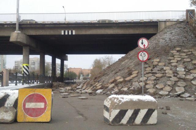 Опасный участок перекрыли для проезда.