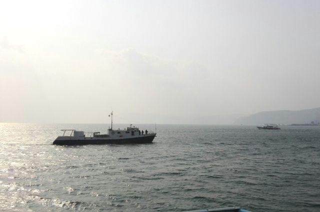 Большая часть отходов с кораблей сбрасывается напрямую в озеро.