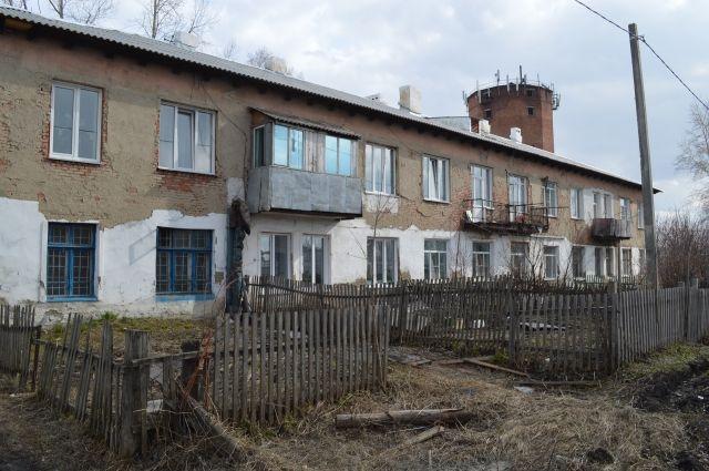 Некоторые дома выглядят совсем заброшенными, и порой не верится, что там живут люди.