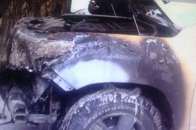 Поджигателя джипа Тоёта Land Cruiser ищут вИркутске