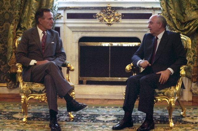 Горбачев иБуш-старший попробуют наладить отношения между США иРоссией