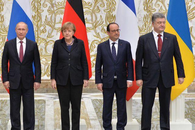 Президент России Владимир Путин, канцлер Германии Ангела Меркель, президент Франции Франсуа Олланд, президент Украины Петр Порошенко (слева направо)