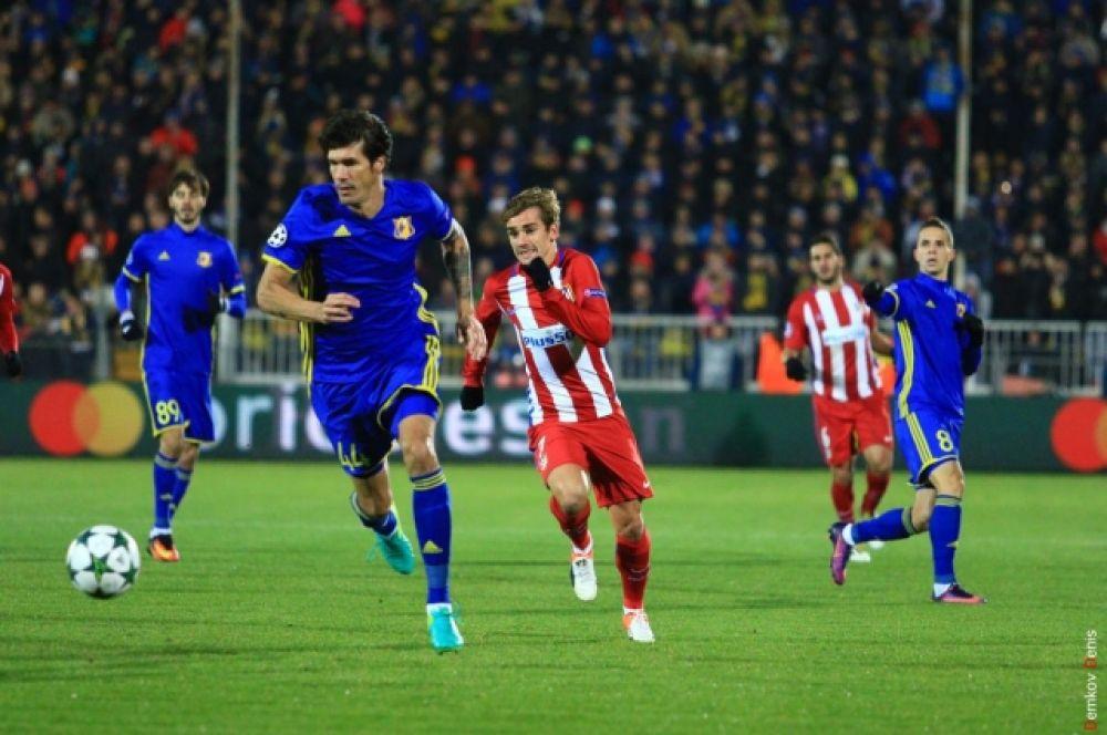 Испанская команда возглавила группу D с 9 очками, победив в трёх матчах.