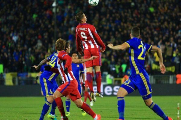 В матче третьего тура группового этапа Лиги чемпионов UEFA футбольный клуб «Ростов» на своем поле уступил мадридскому «Атлетико» со счетом 0:1.