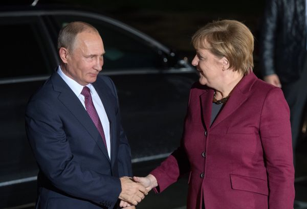 Президент РФ Владимир Путин и канцлер Германии Ангела Меркель.