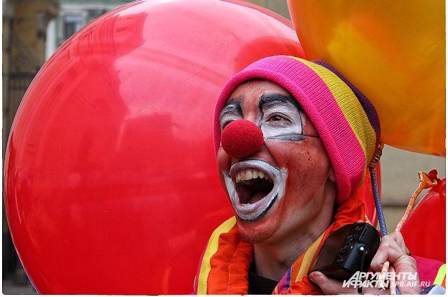 Клоун свантузом напал наавтомобилиста вКупчино
