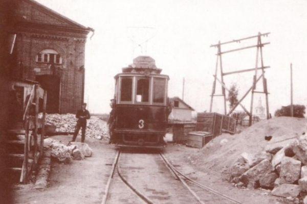 А это как раз один из первых вагонов, который прошел 7 ноября 1947 года по улицам Смоленска.