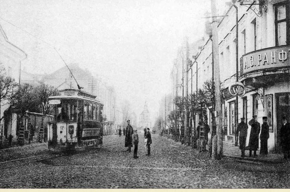 Бельгийский вагон «Унион» под №17 на маршруте в районе улицы Пушкина, а ныне улицы Ленина.