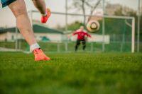 На новом стадионе дети будут играть в футбол.