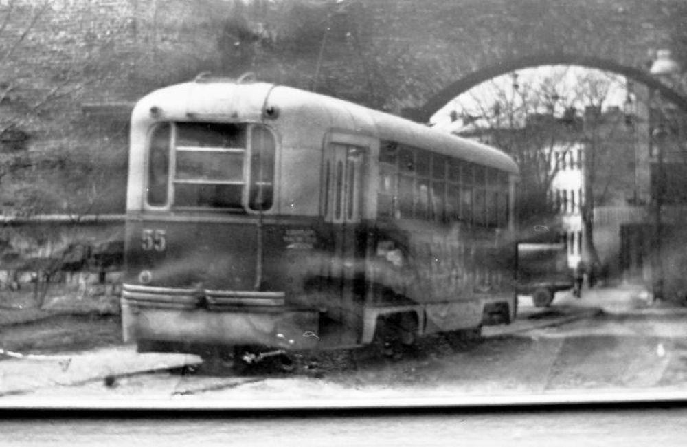 В это же время трамваи все еще продолжали ходили сквозь Никольские ворота.