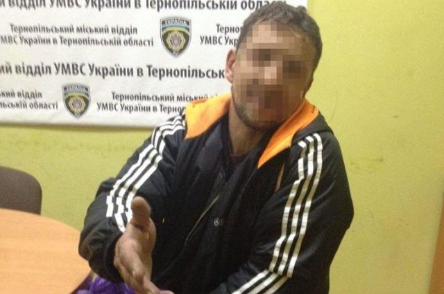 ВТернополе мужчина вотделении милиции съел фото сосвоего паспорта