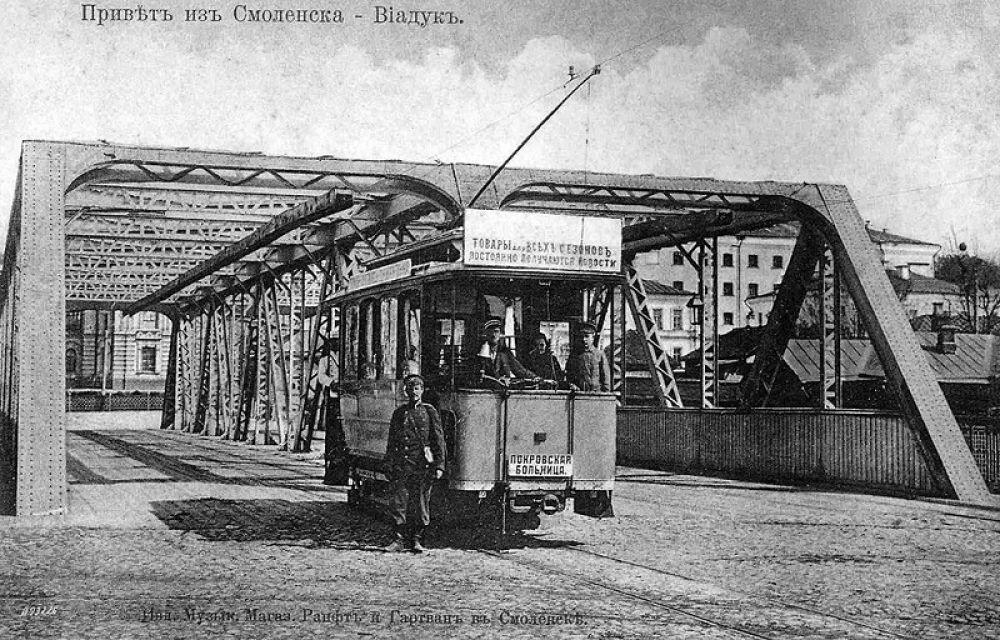 С 31 октября 1903 года проезд в трамвае стоил пять копеек за один перегон. для полиции проезд был бесплатным. Учащиеся в форменной одежде или со знаками заведений платили за каждый перегон по три копейки. Плата в пять копеек была высокой и делала трамвай отнюдь не массовым видом транспорта.