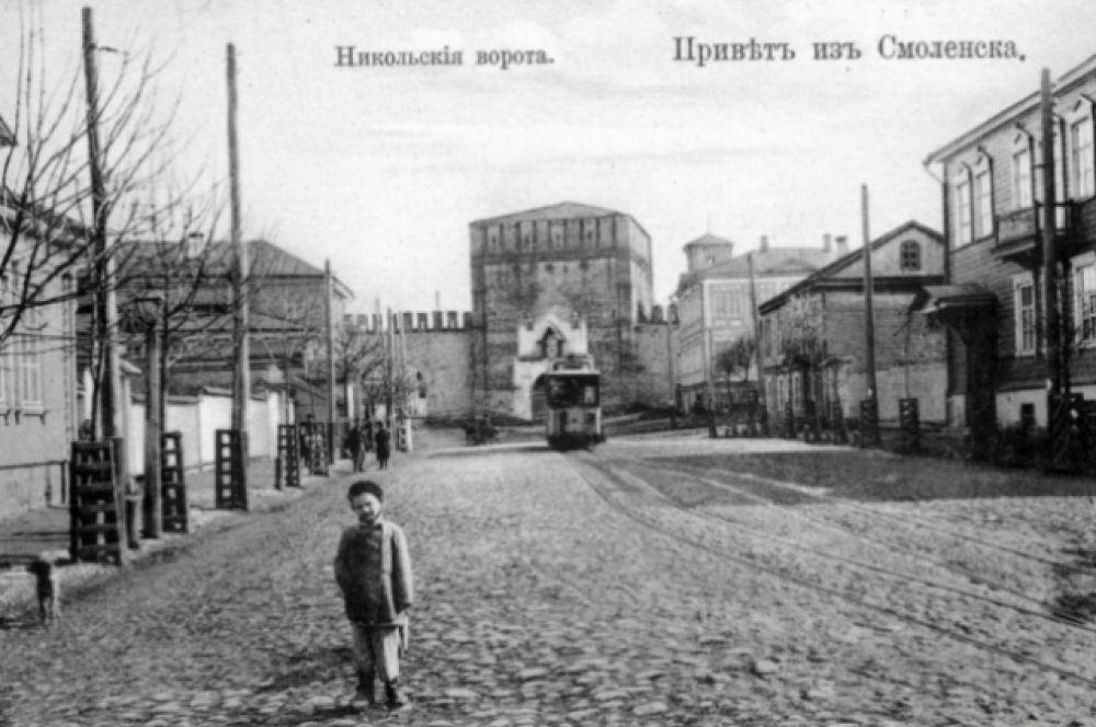 Проехать в трамвае «зайцем», без билета, было непросто, так как в каждом вагоне работал кондуктор. Тогда население Смоленска было куда меньше и трамваи не были переполнены.