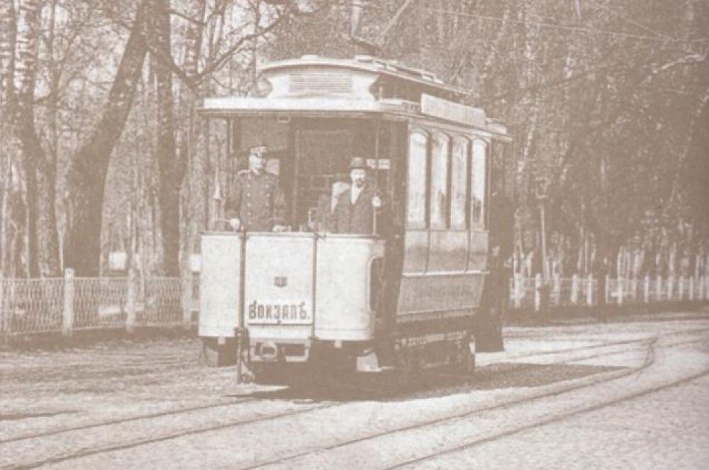 До 1914 года в Смоленском трамвае работали только мужчины, но когда началась война на работу начали принимать и женщин. Первой женщиной Смоленска, ставшей водителем трамвая, в 1914 году стала Баненкова Олимпиада. Она проработала на трамвае более 40 лет.