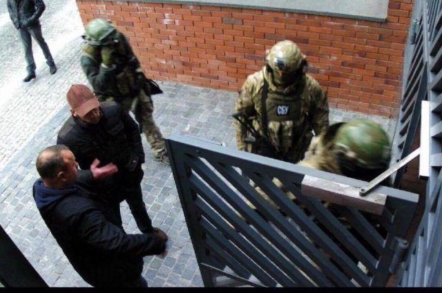 Корбан заявляет, что силовики опять обыскали его дом