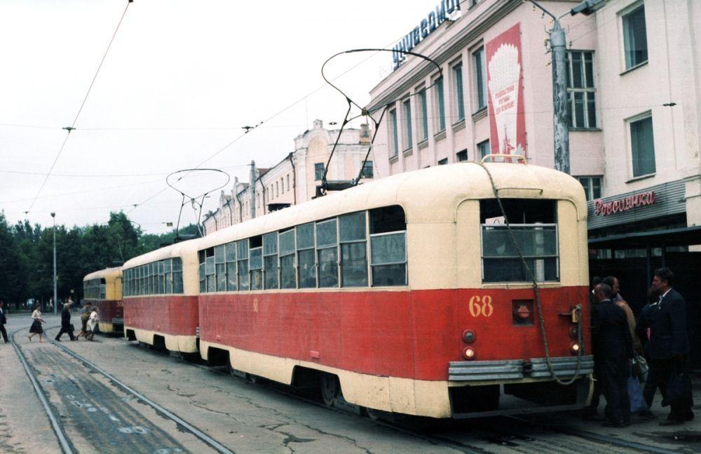 В 80-е годы трамвайное депо насчитывало 107 единиц РВЗ-6М2. Многие из них эксплуатировались сцепленными попарно.