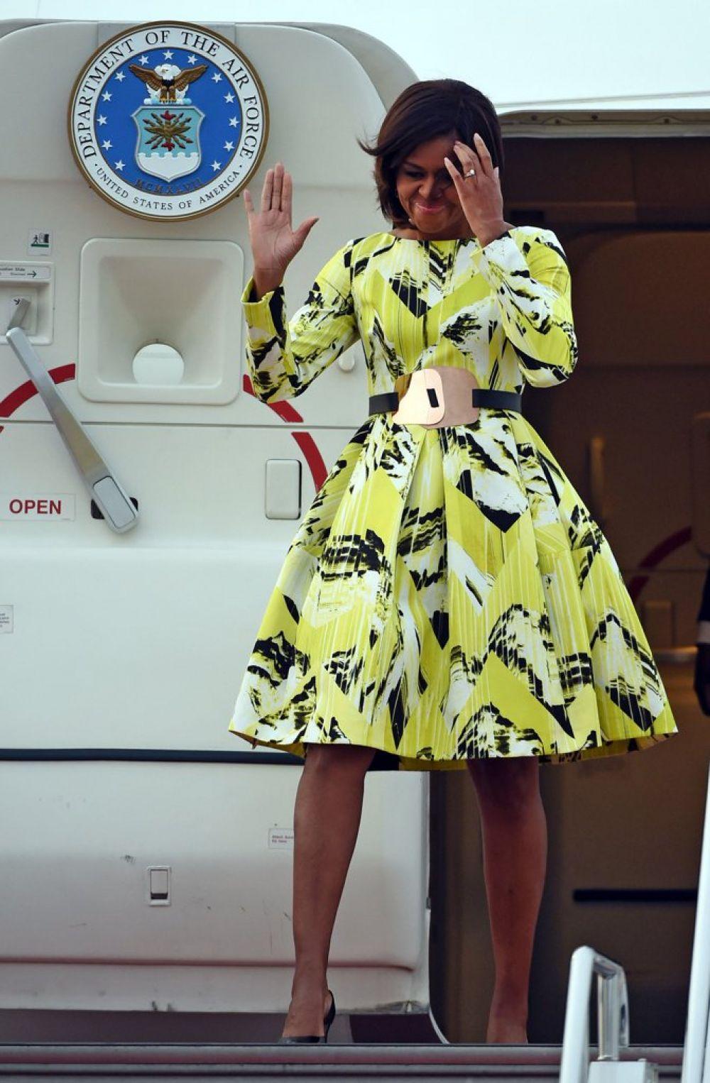 Да, может это не совсем удачная фотография, но зато удачное стильное решение в одежде Мишель