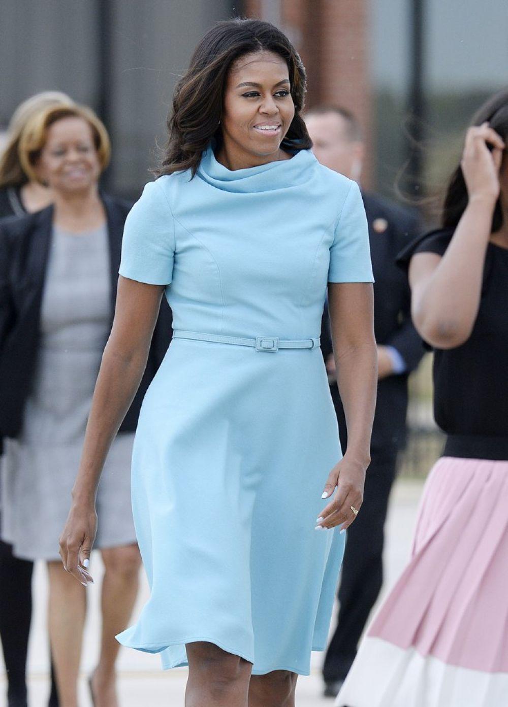 Очень нежное платье. Без стиля у Мишель выходов на публику не бывает