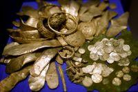 Клад 12 века: гривны Киевской Руси, немецкие, английские, испанские монеты, голландские браслеты, серебряный лом.