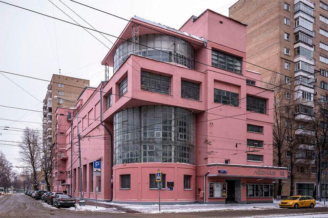 Дом культуры имени Зуева в Москве —  один из наиболее ярких и известных в мире памятников конструктивизма. Построен в 1927—1929 годах на Лесной улице.
