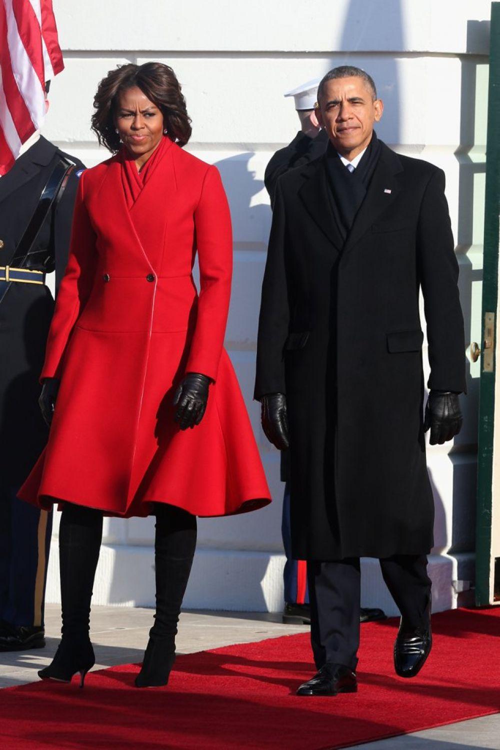 Фасон и цвет этого пальто заставляет юных девушек по всему миру тратить деньги на такие элегантные наряды