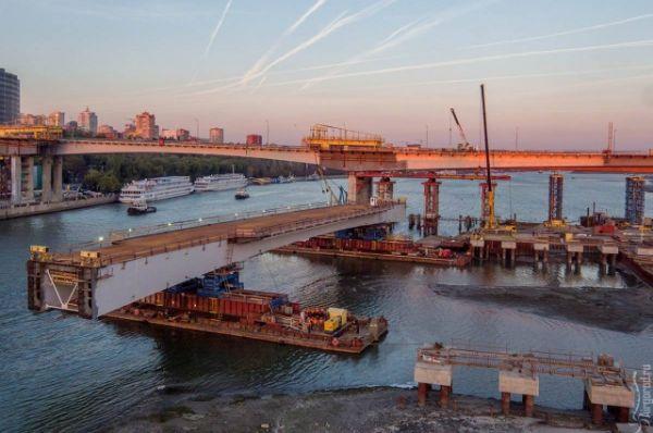 20 октября 2016 года состоялся подъём конструкции центрального пролёта левой части строящегося Ворошиловского моста.
