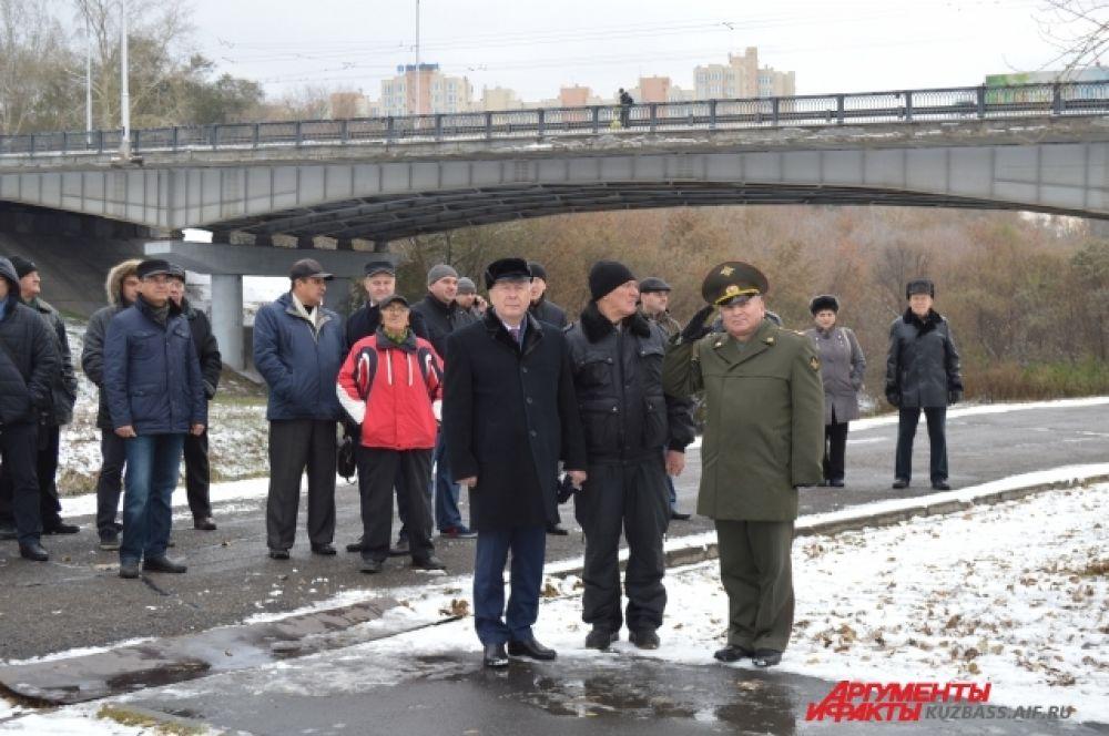 Военный комиссар области считает, что страх перед службой у кузбассовцев пропадает и что люди идут отдавать долг Родине охотнее.