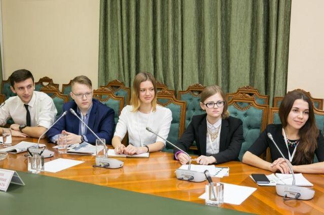 Участники форума на встрече с заместителем губернатора Югры Геннадием Бухтиным.