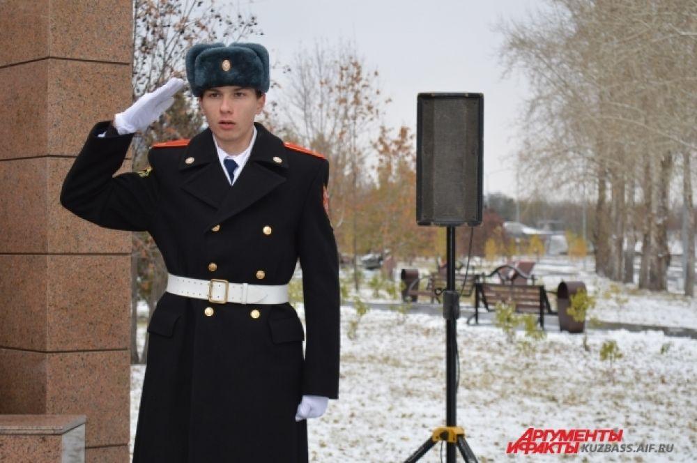 Для пропаганды патриотизма в Кузбассе даже создано местное отделение всероссийского детско-юношеского движения «Юнармия», где в школьниках воспитывается любовь к России.