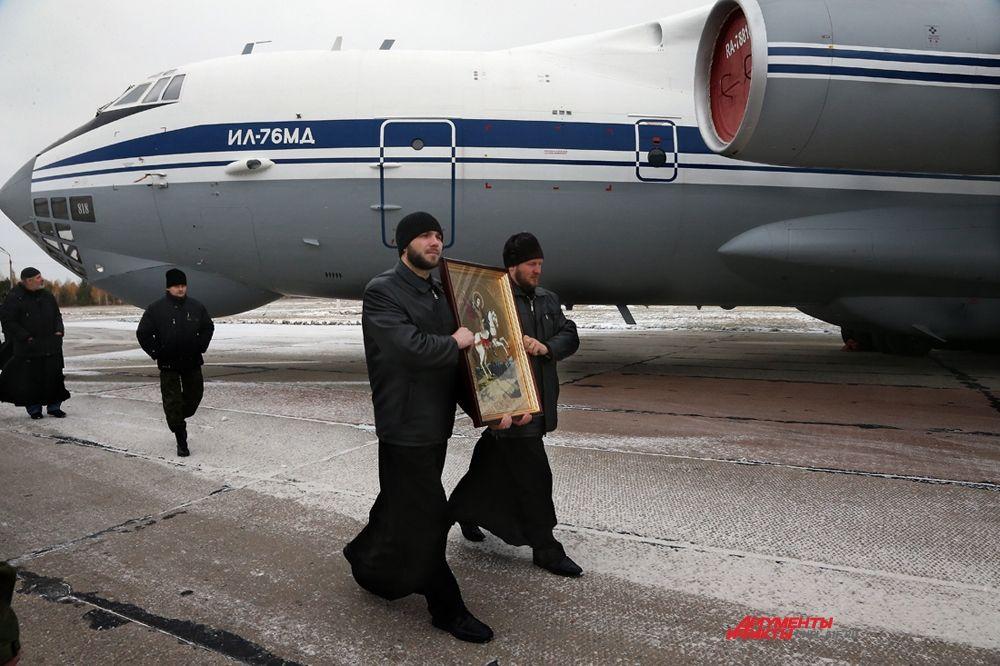 Икона великомученика Георгия Победоносца на лётном поле