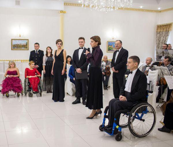 Марина Порошенко отметила, что идея такого бала для людей стала хорошей традицией