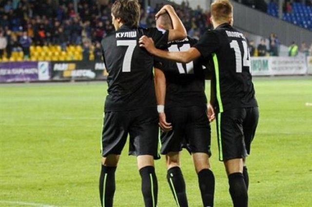 Игроки «Александрии» празднуют забитый гол в ворота «Динамо»