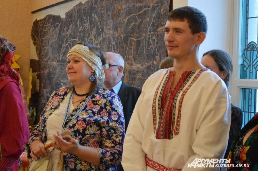 Главным атрибутом праздника стали, конечно, элементы русских народных костюмов в одежде и хорошее настроение.