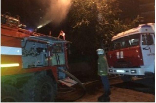 11 огнеборцев и три пожарные машины тушили возгорание