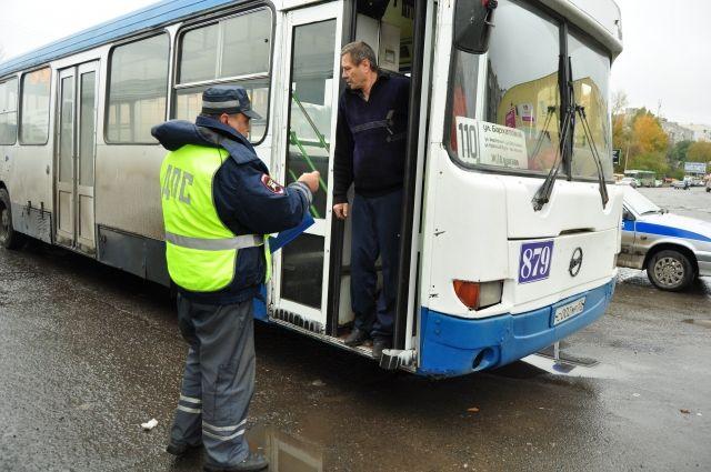 Отдуваться за коллег пришлось водителям автобусов.